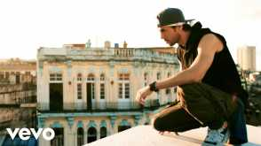 Enrique Iglesias - SUBEME LA RADIO (Official Video) ft. Descemer Bueno, Zion & Lennox