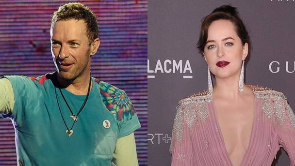 Chris Martin & Dakota Johnson en couple, et le font savoir !