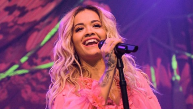 """Let You Love Me"": Rita Ora arrive avec un nouveau titre"