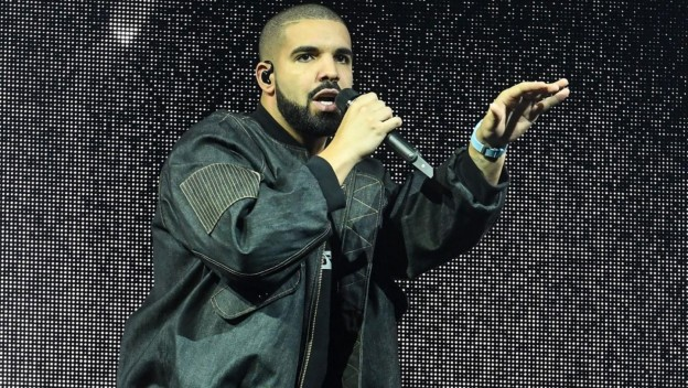"""Rock With You"" : Drake rend hommage à Michael Jackson en plein concert !"