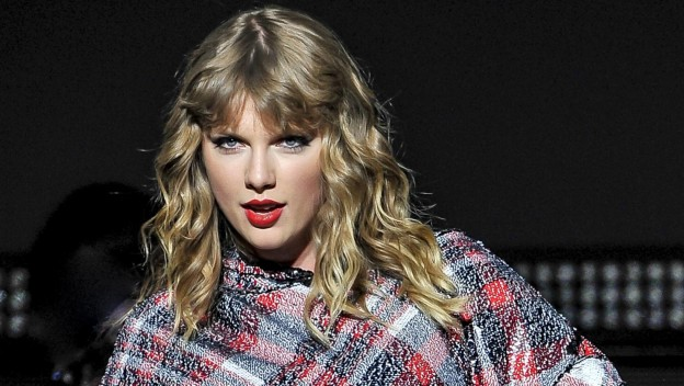 Taylor Swift lance le compte-à-rebours de sa tournée ''Taylor Swift's Reputation Stadium Tour''
